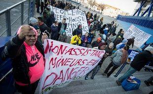 Des réfugiés manifestent contre la lenteur de la prise en charge dans les Bouches-du-Rhône.