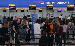 L'aéroport d'Heathrow à Londres a indiqué dimanche avoir lancé une enquête interne pour savoir comment une clé USB contenant des documents confidentiels a pu se retrouver en pleine rue, menaçant la sécurité du plus grand aéroport d'Europe.