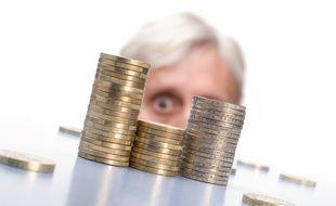 L'allocation de solidarité aux personnes âgées garantit un revenu minimal à tous les seniors défavorisés.