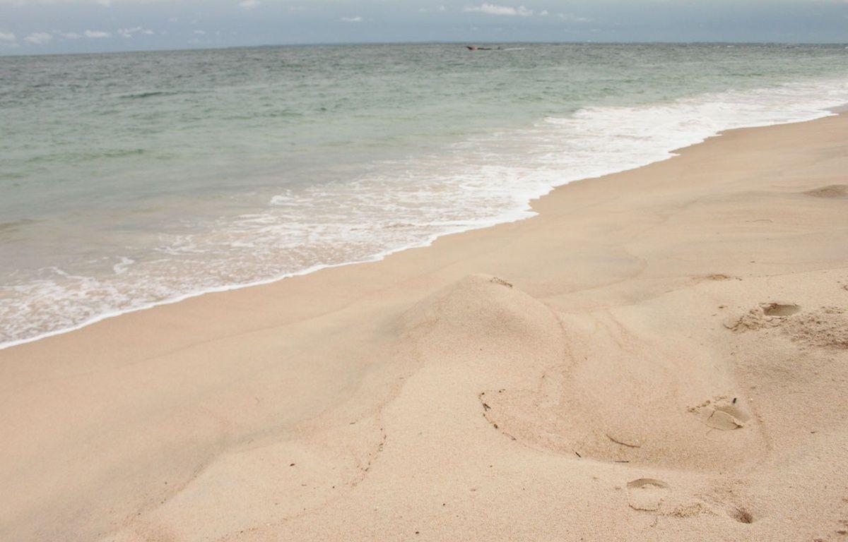 Sur les plages de Pointe Denis, à Libreville, les traces laissées par les tortues venues pondre se font de plus en plus rares. – A.Chauvet / 20Minutes