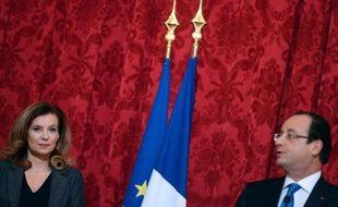 La tâche de François Hollande s'est encore compliquée dimanche à 48 heures d'une conférence de presse considérée comme un rendez-vous politique majeur avec l'annonce de l'hospitalisation de sa compagne Valérie Trierweiler, après les révélations sur sa liaison avec l'actrice Julie Gayet.
