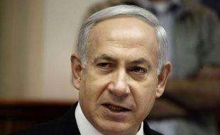 Le Premier ministre Benjamin Netanyahu et le chef de l'opposition Shaul Mofaz ont provoqué une énorme surprise en scellant un accord d'union qui permet d'éviter des élections anticipées et place M. Netanyahu à la tête de l'une des plus larges coalitions de l'histoire d'Israël.