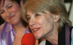 La chanteuse Françoise Hardy le 26 janvier 2001 à Paris, lors d'une émission de radio