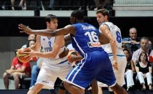 L'équipe de France de basket-ball a remporté son deuxième match de préparation aux jeux Olympiques de Londres en venant de nouveau à bout de l'Italie (76-62) mais toujours sans convaincre, jeudi à Boulazac.