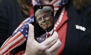 Une coque de smartphone à l'effigie de Donald Trump.AP Photo/John Locher