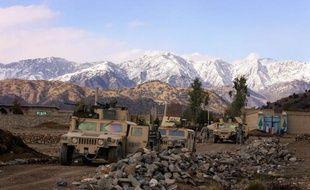 Dix enfants qui sortaient de l'école ainsi que deux soldats de l'Otan et un policier ont été tués lundi en Afghanistan dans un attentat suicide visant un convoi de forces afghanes et américaines, a-t-on appris de sources concordantes.