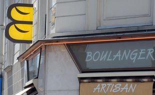 Un logo de boulanger à Levallois-Perret, jeudi 8 juillet 2010.