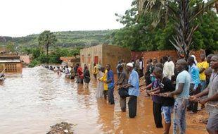 Les inondations consécutives aux pluies torrentielles de mercredi à Bamako ont fait 34 morts, selon un nouveau bilan communiqué vendredi à l'AFP par un responsable des opérations de secours.