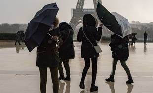 Coup de vent à Paris. Photo d'archive (janvier 18), mais scène d'actualité ce week-end.