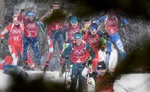 Les biathlètes affrontent la neige sur l'épreuve de relais ce jeudi.