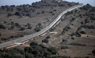 La ligne de séparation entre la partie syrienne du Golan et la partie occupée par Israël près de Quneitra, le 30 août 2014.