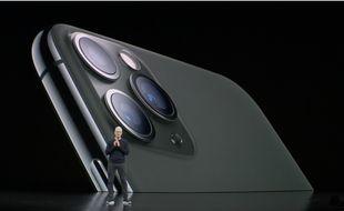 Tim Cook présente l'iPhone 11 Pro.