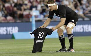 Les All-Blacks rendent hommage à Maradona face à l'Argentine
