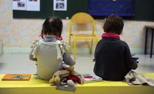Deux petits enfants d'une école maternelle dans le sud de la France