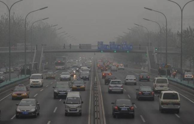 "Cars travel on the second ring road as pollution reaches what the US Embassy monitoring station says are ""Hazardous"" levels in Beijing on December 5, 2011. Officially, Beijing's air quality is improving but in recent weeks patients with respiratory problems have flooded hospitals, highways have closed and hundreds of flights have been grounded by thick smog. Concerns are being fuelled in part by data gathered by the US embassy in Beijing, which produces its own pollution readings using a different gauge to Chinese authorities and broadcasts them online and on Twitter. AFP PHOTO/Mark RALSTON"