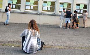 Illustration d'une lycéenne à Rennes, le jour des résultats du baccalauréat.