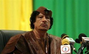 """Le dirigeant libyen Mouammar Kadhafi, président en exercice de l'Union Africaine (UA), a déclaré à des journalistes dimanche que la Cour pénale internationale (CPI) représentait """"une nouvelle forme de terrorisme mondial""""."""