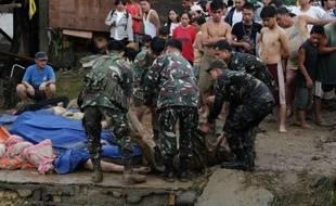 La tempête tropicale Washi, qui balaie le sud des Philippines, a fait au moins 180 morts et près de 400 personnes sont portées disparues, selon un nouveau bilan fourni samedi de source militaire.