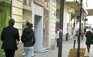 Les cartons finissent sur les trottoirs.