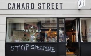 Le restaurant Canard Street a été vandalisé à Lille.