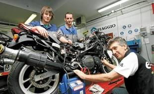 L'Institut de formation automobile de Nice forme des apprentis mécaniciens en alternance.
