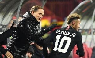 Thomas Tuchel félicite Neymar après son but à Belgrade, le 11 décembre 2018.