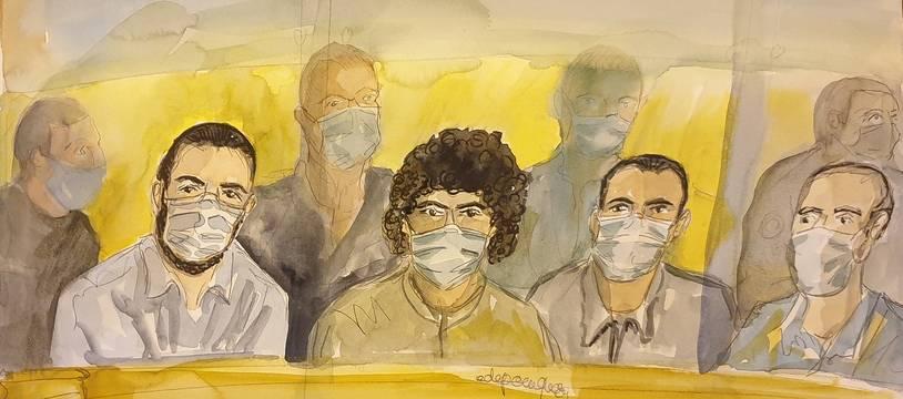 Ayoub El-Khazzani (à gauche) est jugé aux côtés de trois autres hommes