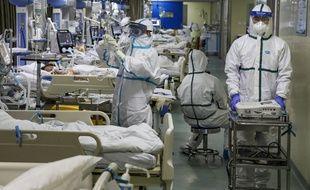 Une unité de soins intensifs dans un hôpital de Wuhan, centre de l'épidémie du coronavirus, le 6 février 2020.