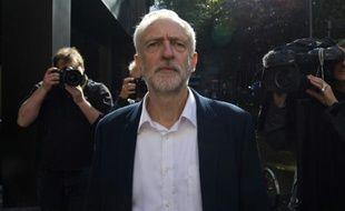 Jeremy Corbyn, le nouveau leader du Labour, quitte le siège de son parti à Londres, le 14 septembre 2015