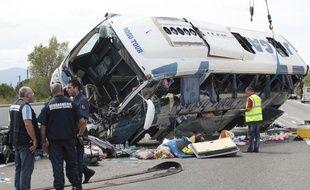 Vidauban, le 02-09-2012. Un autocar roumain revenant d'Espagne s'est renversé sur l'A8, faisant un mort.