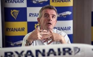 La Commission européenne a rouvert mercredi une enquête au sujet d'avantages accordés à la compagnie aérienne à bas prix Ryanair lors de son installation à Charleroi (Belgique) et a ouvert deux enquêtes approfondies concernant le financement d'aéroports en France et en Allemagne.