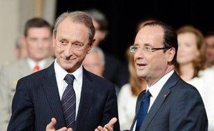 """Le maire de Paris, Bertrand Delanoë, a affirmé mardi sur Europe 1 son """"intention d'aller jusqu'au bout de son mandat jusqu'à mars 2014"""", une option écartant de fait l'hypothèse d'une entrée au gouvernement après les législatives."""