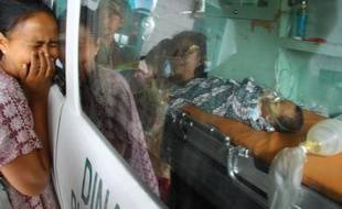 Un séisme de magnitude 6,1 survenu mardi dans la province indonésienne d'Aceh, ravagée en 2004 par un tremblement de terre et un tsunami meurtriers, a fait au moins onze morts et une cinquantaine de blessés, a-t-on appris de diverses sources officielles et médicales.