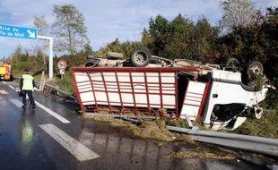 Sur le site d'un accident de la route, le 18 octobre 2014, près de la ville pyrénéenne de Saint-Laurent-de-Neste