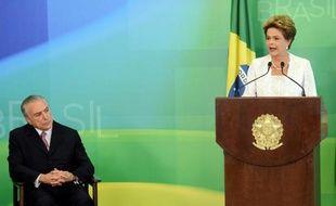 La présidente brésilienne, Dilma Rousseff,  et le vice-président Michel Temer (g), le 2 octobre 2015 à l'annonce d'un profond remaniement du gouvernement