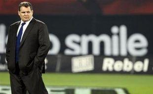 """La venue de l'entraîneur Ewen McKenzie au Stade Français en 2008-09 sera un """"choc culturel"""" enrichissant, estime le président Max Guazzini, confirmant que Fabrice Landreau sera du staff, avec un entraîneur des arrières qu'il """"souhaite"""" du club, perche tendue à Christophe Dominici."""