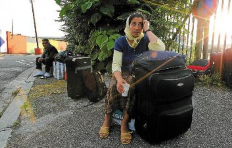 Certains Roms n'étaient pas enchantés de quitter Lyon, jeudi matin à Perrache.