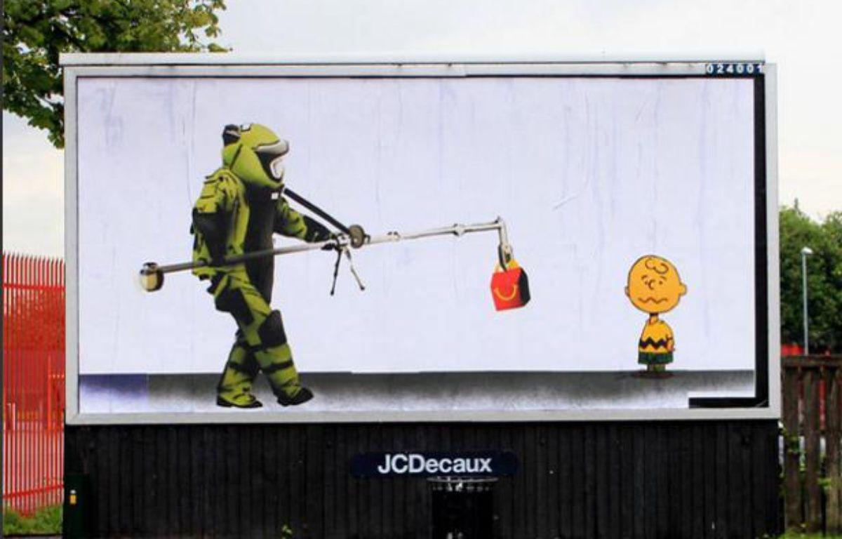 Bill Posters, devant une école primaire de Manchester. – http://brandalism.org.uk