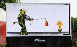 Bill Posters, devant une école primaire de Manchester.