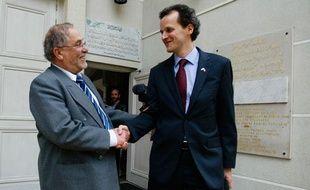 Le recteur de la Grande Mosquée de Lyon et le consul des Etats-Unis se sont rencontrés le 28 avril 2011 àLyon, suite à la publication sur le site Wikileaks d'un document du Pentagone, qui accuse le lieu de culte, parmi huit autres, d'être un foyer de recrutement d'Al-Qaida.