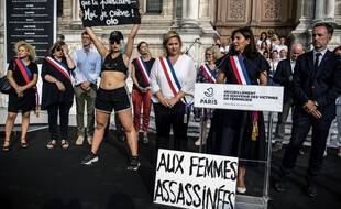 L'adjointe à la mairie de Paris en charge de l'égalité entre femmes et hommes, Hélène Bidard, et la maire de Paris, Anne Hidalgo, en août 2019.