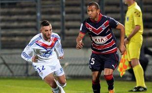 Mariano (à d.), le défenseur des Girondins contre Lyon, le 9 mars 2014.