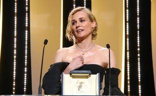 L'actrice Diane Kruger recevant le prix d'interprétation féminine au 70e Festival de Cannes