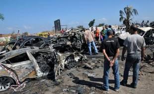 Cinq personnes, dont deux religieux sunnites libanais et un officier syrien, ont été inculpés vendredi pour le double attentat à la voiture piégée, il y a une semaine, à Tripoli, capitale du Liban-Nord, qui a fait 45 morts.