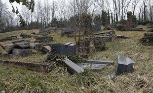 Des centaines de tombes ont été profanées au cimetière juif de Sarre-Union.