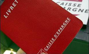 La Commission européenne a demandé jeudi à Paris d'étendre à toutes les banques de l'Hexagone la distribution du Livret A et du Livret Bleu, deux placements-vedette des Français actuellement réservés à trois banques.