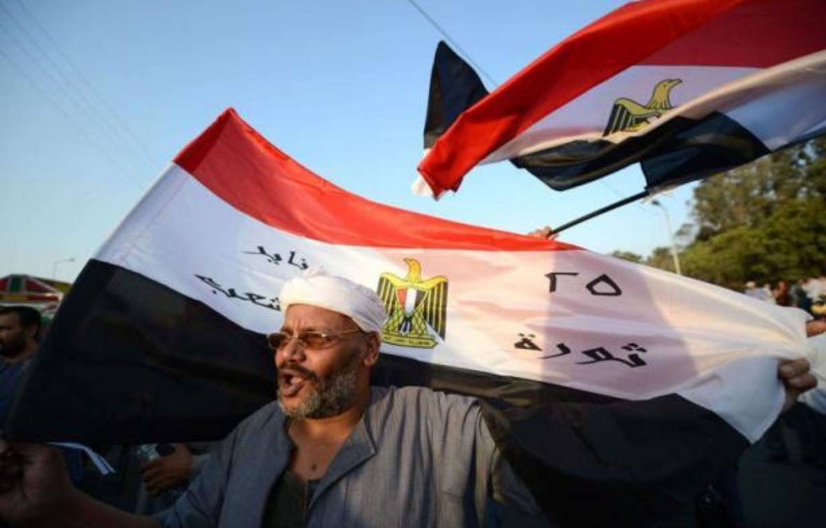 La Haute cour constitutionnelle égyptienne a rejeté lundi la décision du président Mohamed Morsi de rétablir le Parlement, augurant d'une épreuve de force entre la présidence et la justice ainsi que l'armée, qui a appelé au respect de la loi. – Khaled Desouki afp.com