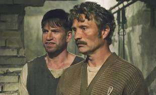 Mads Mikkelsen et Nikolaj Lie Kaas dans Men & Chicken d'Anders Thomas Jensen