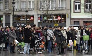 Minute de silence observée par la population le 8 janvier 2015 à Strasbourg
