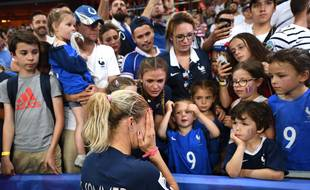 Eugénie Le Sommer, en larmes, après l'élimination de la Coupe du monde.